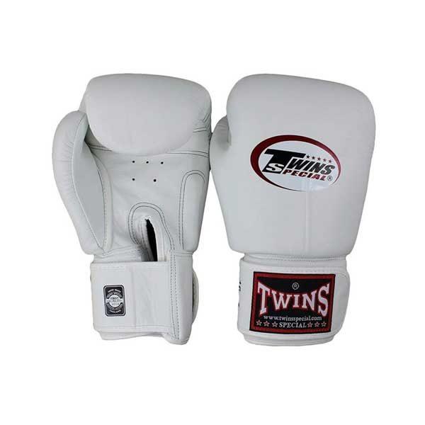Боксерские перчатки цвет белый